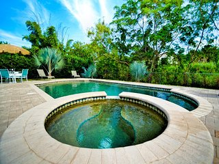 Largo Pool House Live like a Local | 3 Bedroom 2 Bath for your home base | Largo