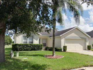 Golf course views w/ private pool - 8 miles to Disney! Snowbirds welcome!
