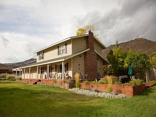 3BR, 2.5BA Glenwood Springs House in Quiet Location Near Sunlight Skiing