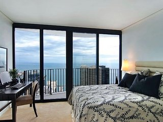 Luxurious 1Bd Escape with Balcony at Navy Pier, Chicago