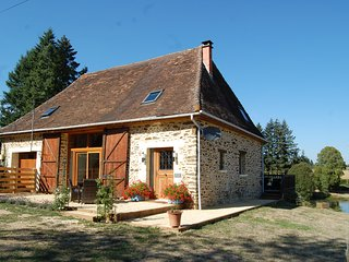 Luxury Barn with Hot Tub & Fresh Water Swimming Lake, Saint-Priest-les-Fougeres