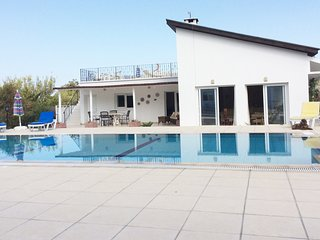 Bed & Breakfast in Private Villa, Alsancak - Karavas