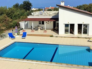 Bungalow - 3 Bedrooms, 3 Ensuite - Sleeps 6, Alsancak - Karavas