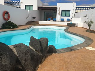 Villa Mirador with heated pool overlooking the sea, Playa Blanca