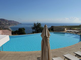 FANTASTIC APARTAMENT with Pool & View, Taormina