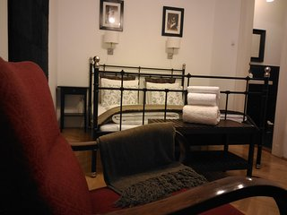 3 bedroom 2 bathrooms & balcony suit  in OLD JEWISH quarter, AC , free minibar