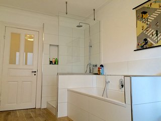 Large apartment close to the Alster - luxurious