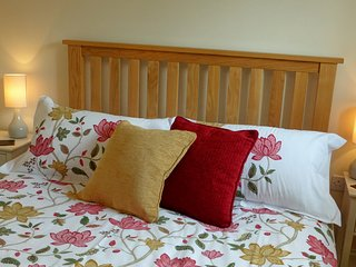 Cotton fresh double bedroom at Little Egret