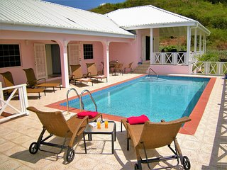 COCO a very Spacious Luxury  Pool Villa, Jolly Harbour