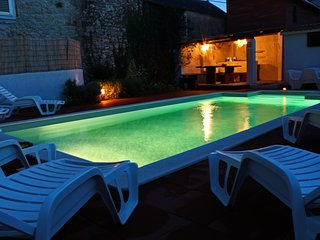 Ground floor for 8+2 people with heated  pool