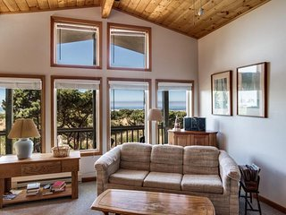 Jeske's Beach House ~ Ocean Front ~ Sleeps 14