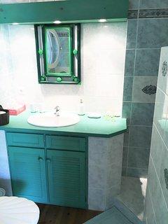 Salle de bain du studio manguier - La vie est belle