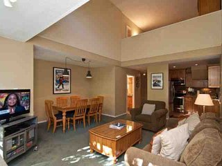 Glacier Lodge condo with loft sleeps 6, unit 334, Whistler