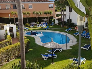 LUXE*Villa*sleeps 6-8*3 Pools*A/C*Golf Nearby, Nueva Andalucia