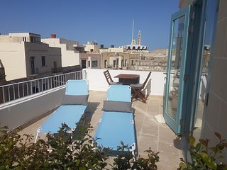 Penthouse & Terrace in Friendly Historic Townhouse, Balzan