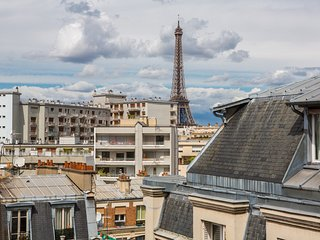 5-Star Luxury Penthouse, Great Eiffel Views & More