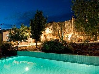 Unique 4 BR villa, traditional style, private pool