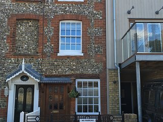 2 Flint Cottage holiday rental, Sleeps 6, Nr beach and village, Bembridge