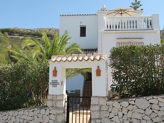 MJ000225 - Lovely 2 bedroom villa SPECIAL OFFERS FROM 450 EUROS PER WEEK