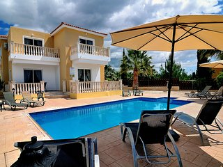 Stunning 4BR Villa with private pool in Coral Bay