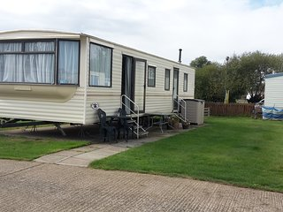 Spacious Caravan on great site