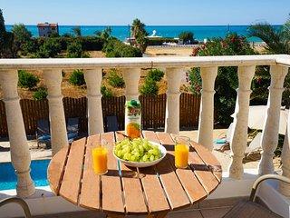 Villa Alasia by the Sea in Argaka