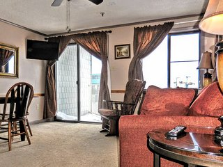 1BR/1BA Corner Unit in Mtn Lodge with Great View of Mountains and Lake!
