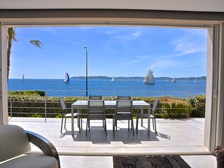 NEW VILLA with PANORAMIC SEA VIEWS, very CENTRAL !
