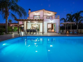 Villa Astro, Argaka, Just 100m from Sea & Taverna. Now with Heated Pool