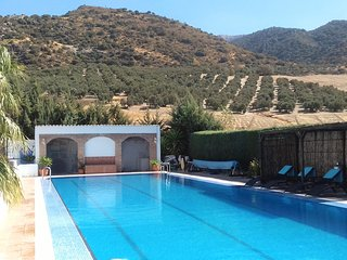 Finca Parroso mountain view apartment.private retreat sunning views heated pool., Villanueva del Rosario
