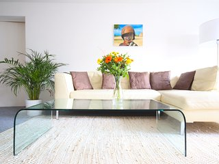 Modern, Spacious & Sunny 3 BR in Heart of Berlin