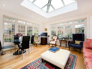 A stunning family apartment fabulously situated between the Fulham Road and Chelsea's King's Road