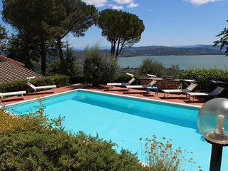 PANORAMIC VILLA -LAKEVIEW-SWIMMING POOL- RELAX- PASSIGNANO SUL TRASIMENO- UMBRIA