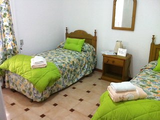 B&B HABITACION TRIPLE BED AND BREKFAST