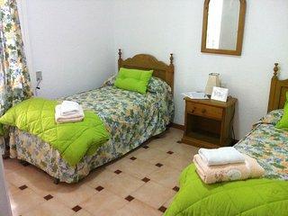 B&B HABITACION TRIPLE BED AND BREKFAST