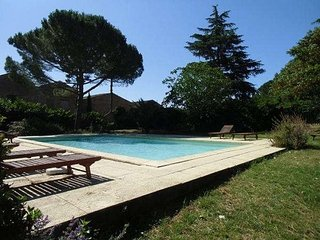 Le Pigeonnier French holiday homes with pools, Tourbes