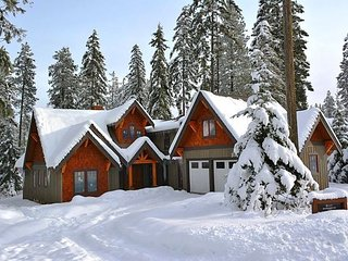 Suncadia's Best! Three Sisters Lodge | 6BR + Bonus | Game Room | Hot Tub, Cle Elum