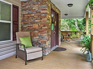 NEW! 3BR Blairsville House w/ Mountain View Decks