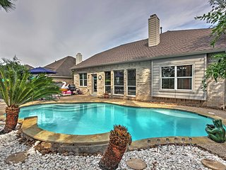5BR Pearland Home w/ Pool - 15 Mins from Houston!