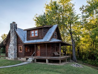 Rippling Waters Retreat | Riverfront Cabin, Townsend