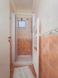 Two Bedroom Apartment First Floor Shower room