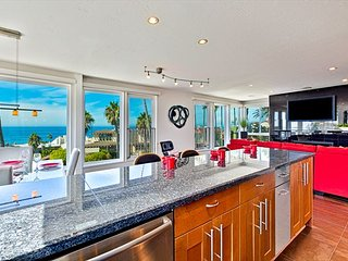 Urban-chic penthouse with expansive ocean views, La Jolla