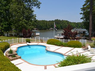 Your Lake Gaston Vacation Retreat!!