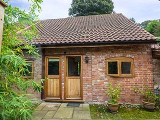 THE BOTHY detached barn conversion, en-suite, pet-friendly, walks, Ross-on-Wye,