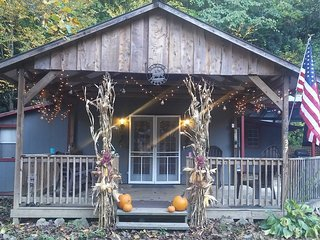 Comfortable Cabin on the Reservation in the Smokies, Cherokee