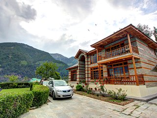 The Snow Bliss Cottage manali shuru have 5 bed rooms