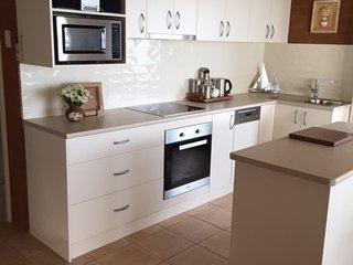easy of use kitchen including dishwasher