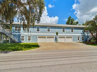 4BR, 2BA Airy Duplex & Heated Pool - Surrounded by America's Best Beaches, Tarpon Springs
