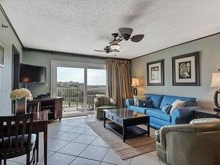 BEACHFRONT , FAMILY FRIENDLY-with beach service, Destin