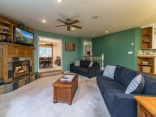 Big & Cozy 6BR, 4BA Home Minutes to Heavenly – Epic Game Room, Hot Tub, South Lake Tahoe